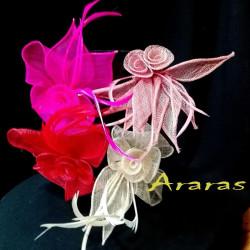 Mini tocado o broche hojas simanay con plumas en Araras