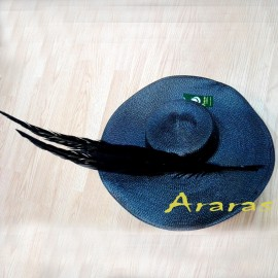 Pamela XXL negra con plumas en Araras